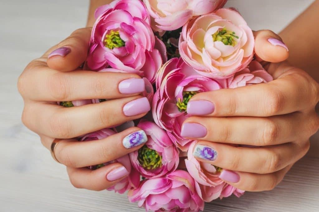 pintura rendada e floral unhas