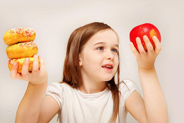 Alimentos frequentemente consumidos por crianças e adolescentes
