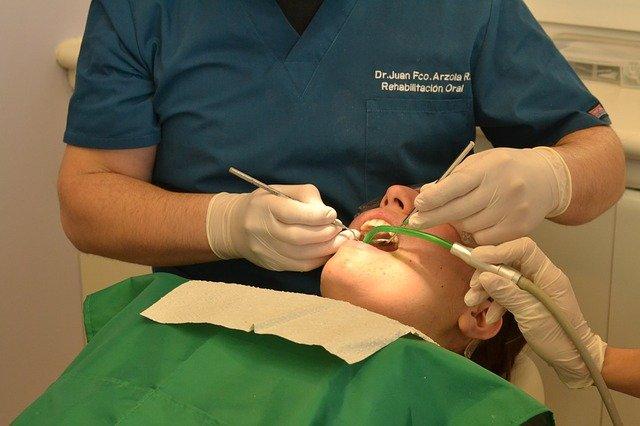 Atendimento odontológico de rotina para portadores do HIV